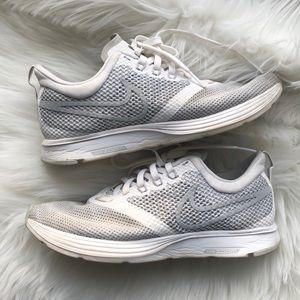Nike air zoom strike sneakers size 6 👟